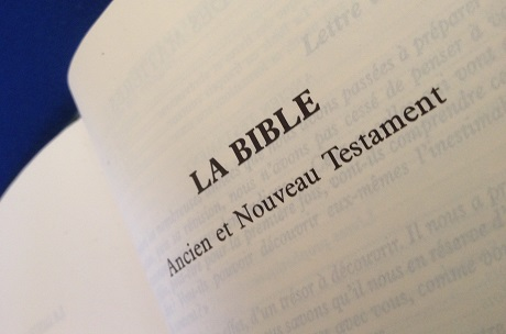 Photo of an open bible with the words 'La Bible Ancien et Nouveau Testament'